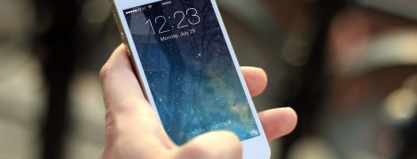Презентацию нового iPhone 12 могут перенести - Bloomberg