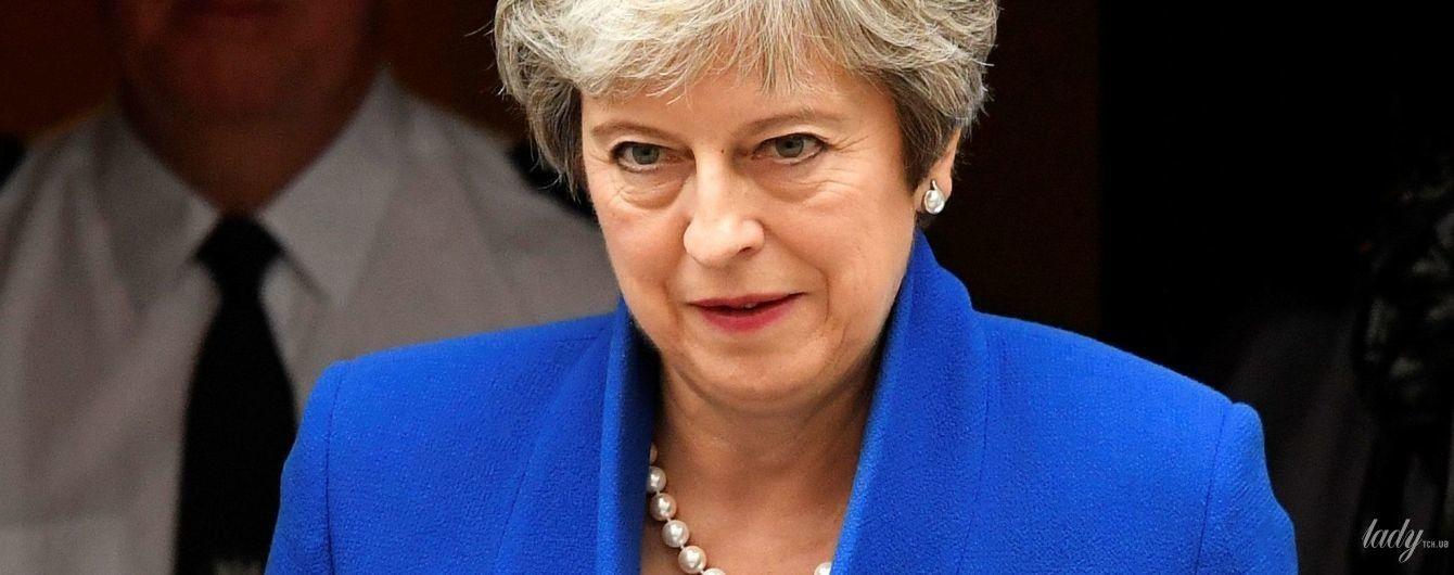 У синьому жакеті і з перловим намистом: Тереза Мей виступила на саміті