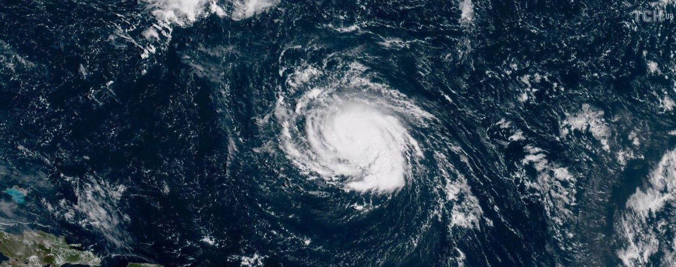 """Из-за урагана """"Флоренс"""" в США отменили сотни авиарейсов"""