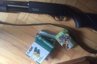 В Киеве задержали пенсионерку, которая обстреляла 20-летнюю девушку