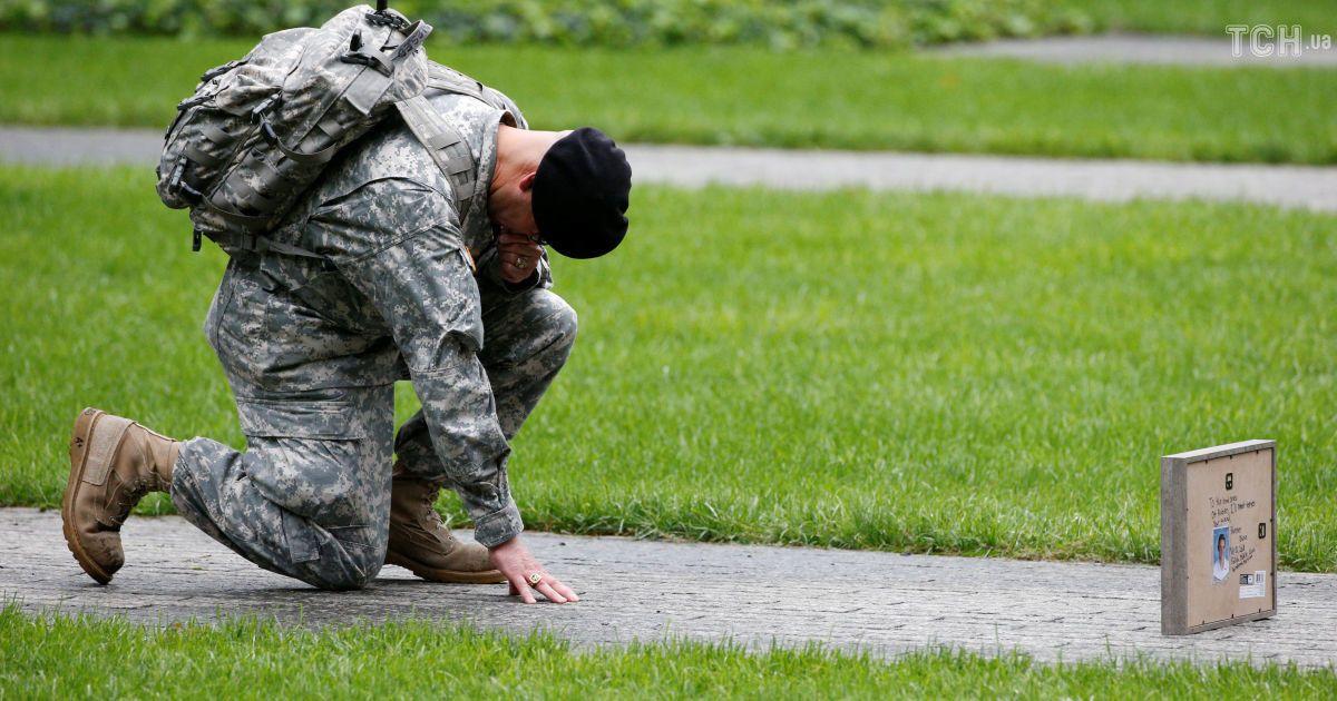 Самый кровавый теракт в истории: со слезами и цветами в США вспоминают жертв трагедии 11 сентября