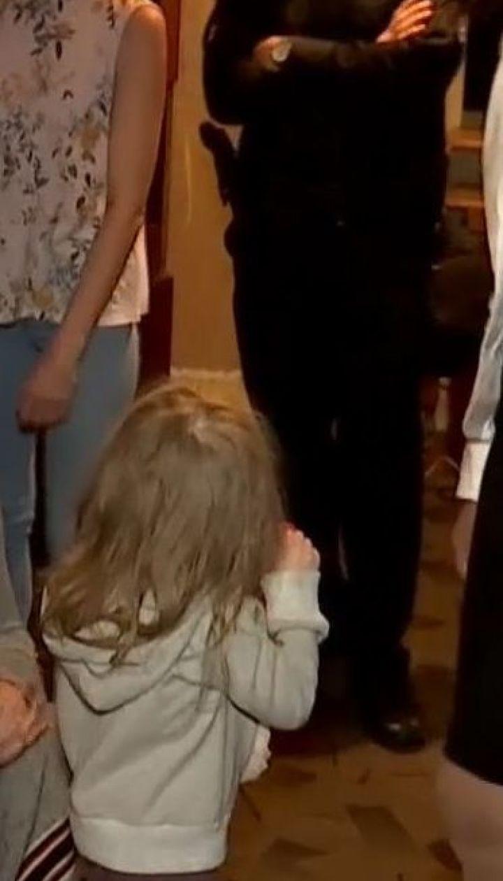 Соцслужбы изъяли из семьи трехлетнюю девочку из-за пьянства матери