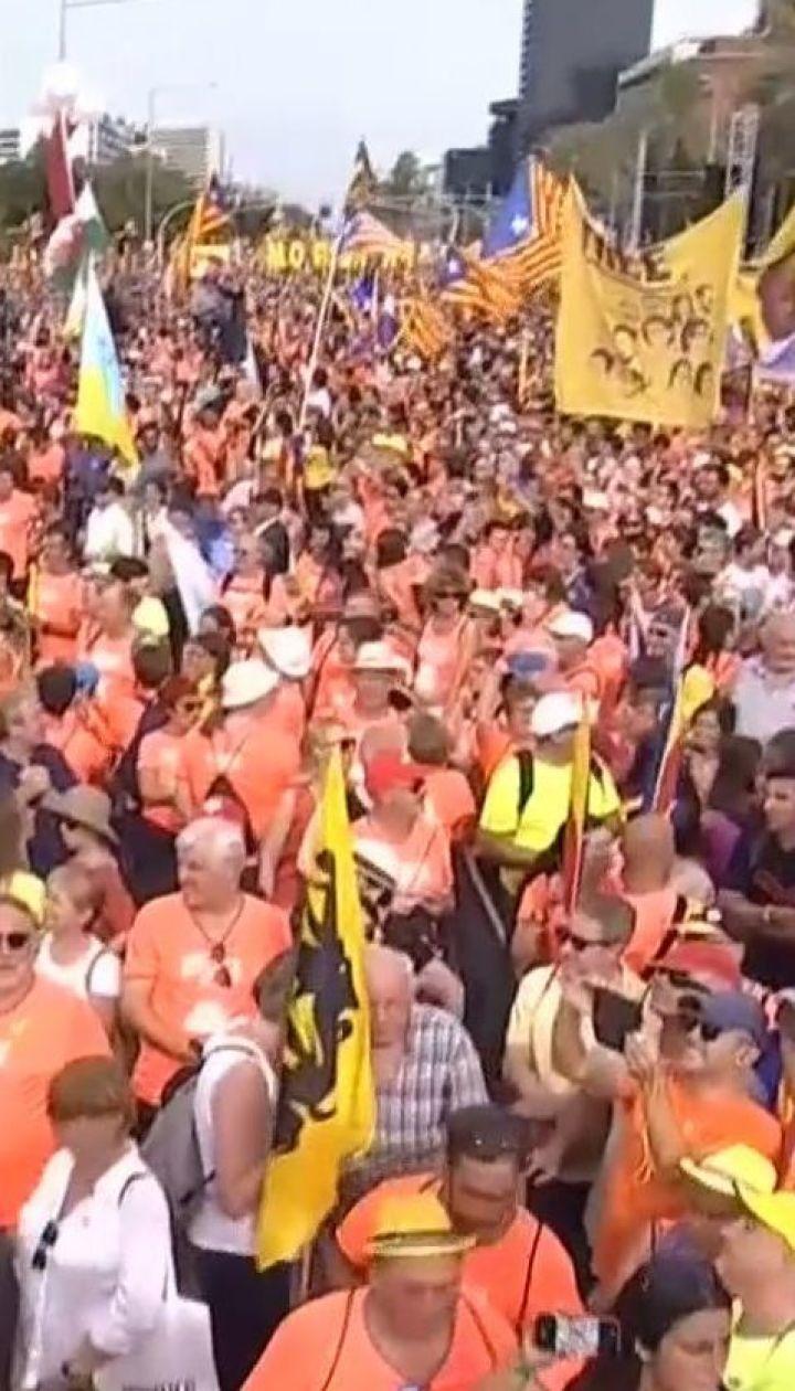 Сотні тисяч людей вийшли на вулиці Барселони вимагати незалежності від Іспанії