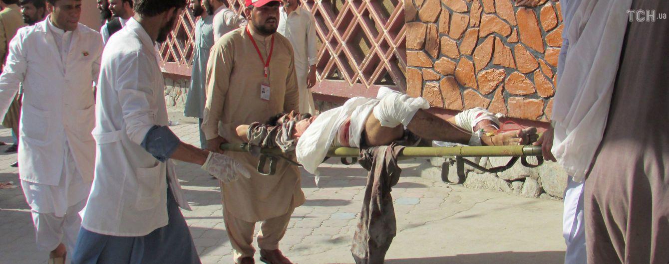 В Афганістані смертник підірвав себе у натовпі людей: понад півтори сотні загиблих та поранених