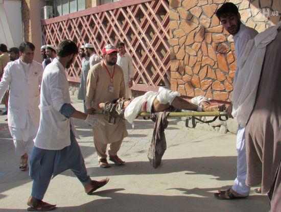 В Афганістані смертник підірвав себе у натовпі людей, є жертви