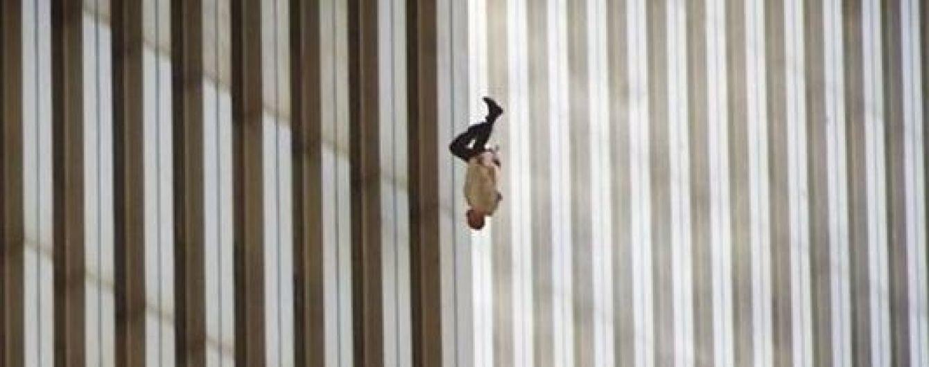 Падающий с небоскреба человек: Time рассказало историю одного из самых известных фото теракта 11/09