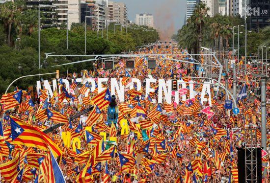 Тисячі жителів Барселони знову вийшли на вулиці з вимогою надання незалежності Каталонії
