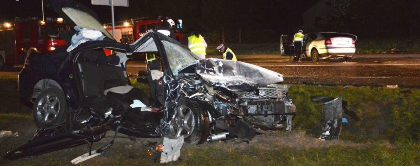 В Польше в смертельной лобовой аварии сошлись две легковушки из Украины