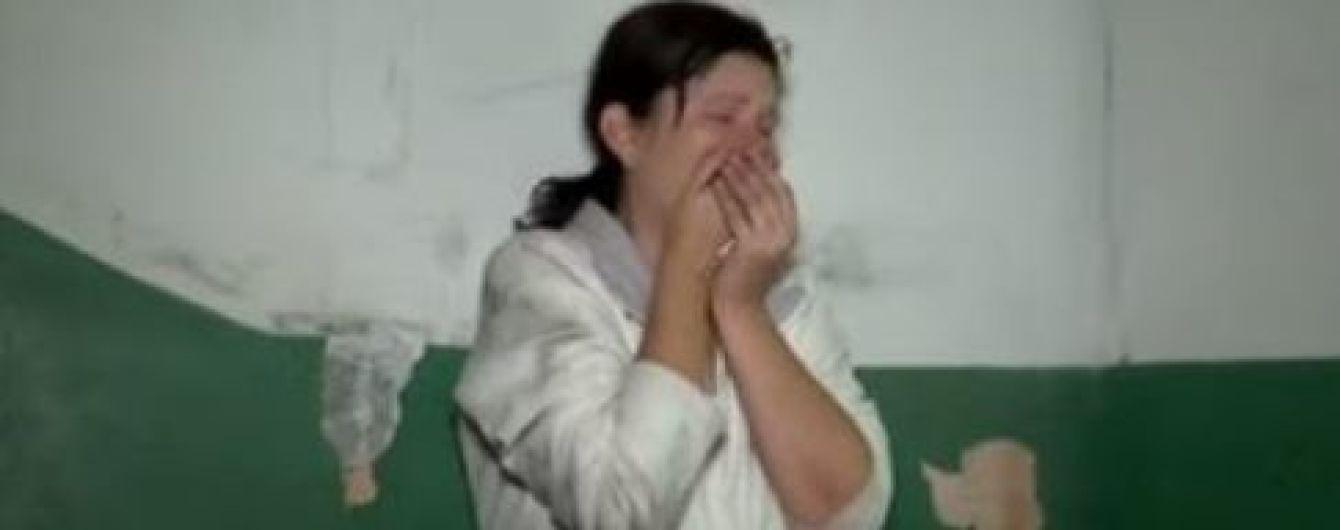 В Киеве соцслужбы забрали 3-летнего ребенка у матери, которая спала пьяной на ступеньках