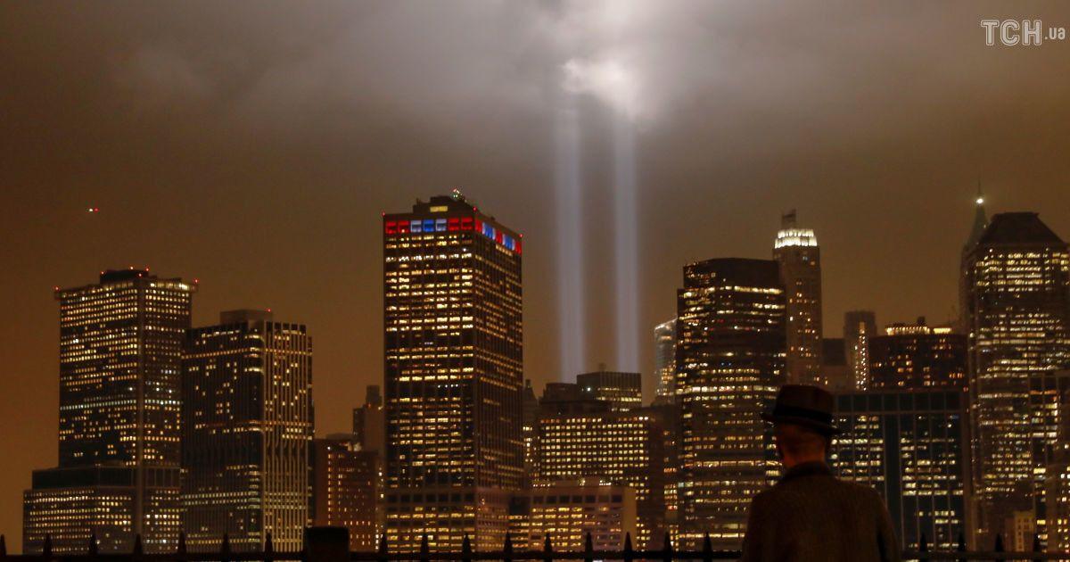 Небесные башни: в Нью-Йорке вспыхнули огромные световые лучи на месте башен-близнецов