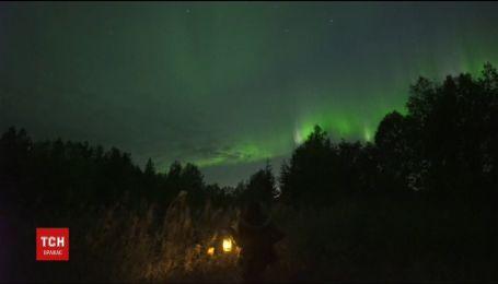 Изумрудное небо в Финляндии. Над Полярным кругом засветилось Северное сияние