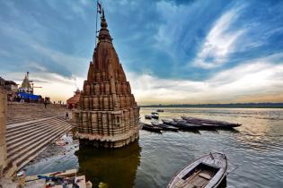 В Индии наводнение затопило легендарные храмы города Варанаси