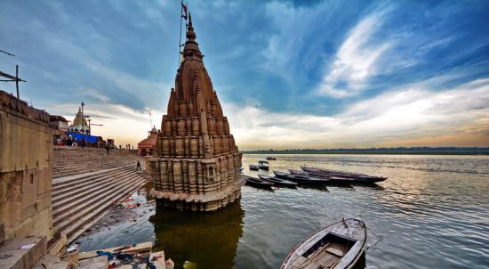 В Індії повені затопили легендарні храми міста Варанасі