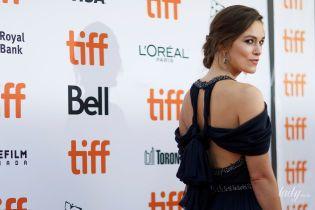 В красивом платье и серьгах в ретро-стиле: Кира Найтли в Торонто
