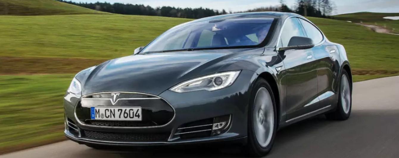 Експерти розповіли, як зламати електрокар Tesla у два кроки