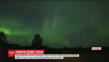 Над Полярным кругом засветилось изумрудное Северное сияние