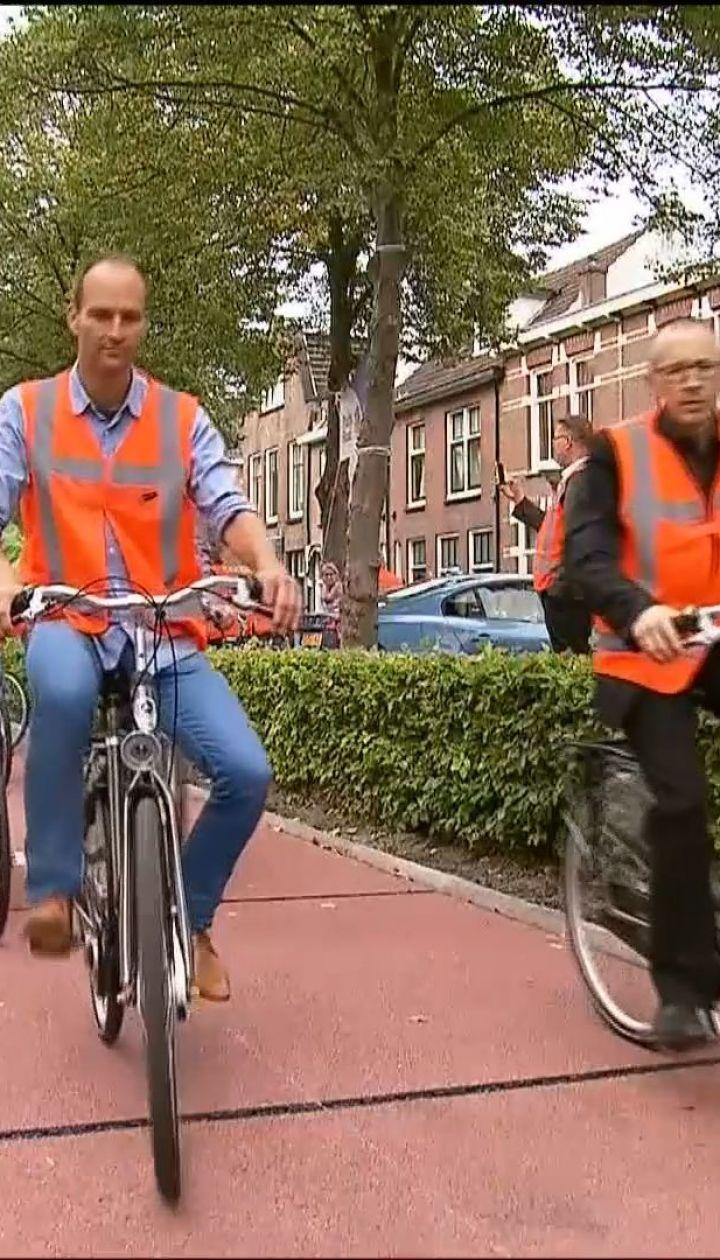 В Нидерландах высыпали дорогу из переработанных бутылок