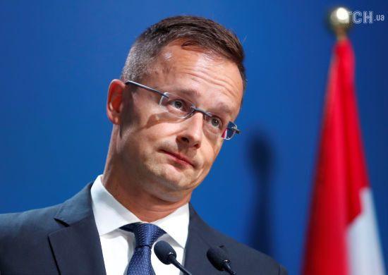Сійярто переконує, що видача угорських паспортів українцям на Закарпатті законна