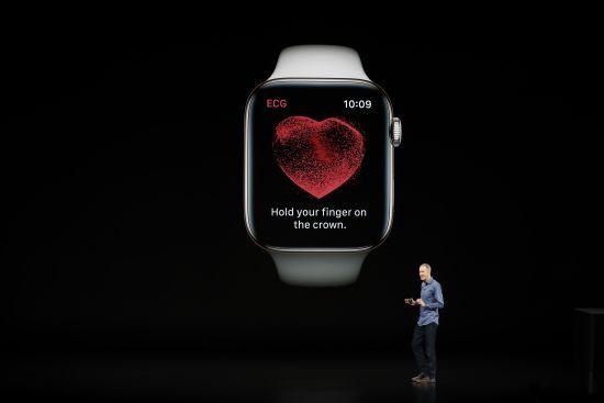 """Особистий кардіолог і телефон: усі особливості нового """"розумного годинника"""" від Apple в інфографіці"""