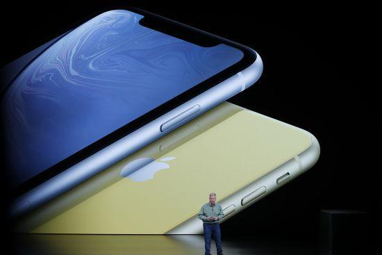 Акції Apple впали після презентації в США нових iPhone