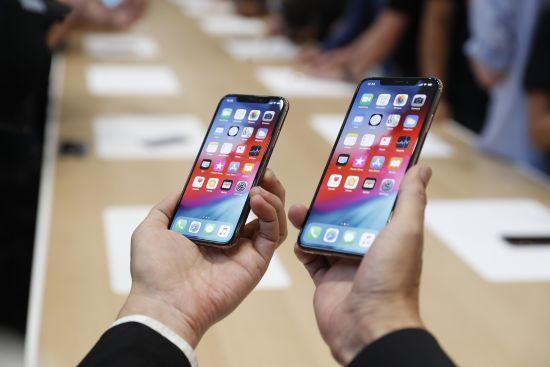 Три iPhone та годинник: усі новинки Apple в одній інфографіці