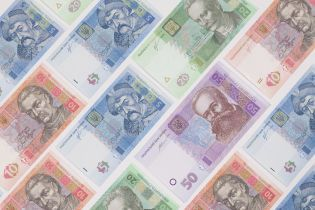 Нацбанк получил почти 10 млн от продажи рулонов гривен