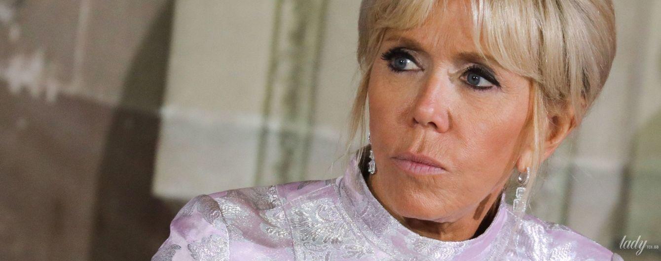 В нежно-лиловом платье и на шпильках: Брижит Макрон на государственном обеде