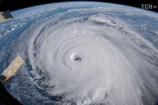 """Ураган """"Флоренс"""", який загрожує східному узбережжю США, ослабшав"""