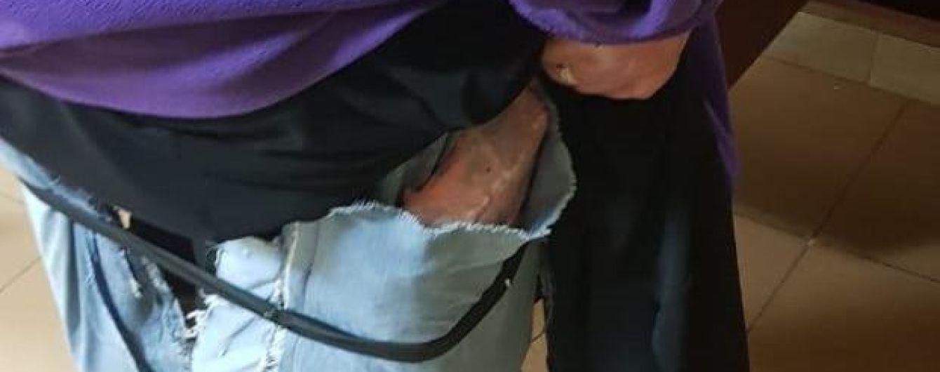 Украинка пыталась пронести через границу полсотни iPhone под юбкой