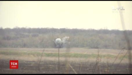 Боевики продолжают обстреливать населенные пункты вдоль линии разграничения в Донбассе