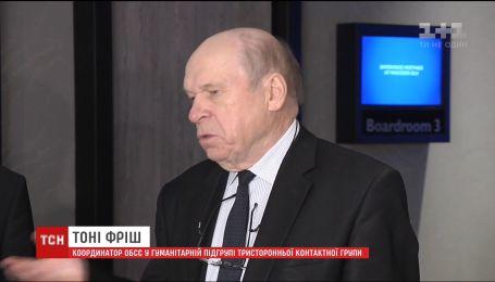 У Донецьку представник ОБСЄ поспілкувався із кількома українськими заручниками