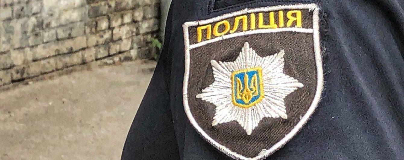 В Харькове закладчики наркотиков наехали автомобилем на копа, полицейские открыли огонь - есть раненые