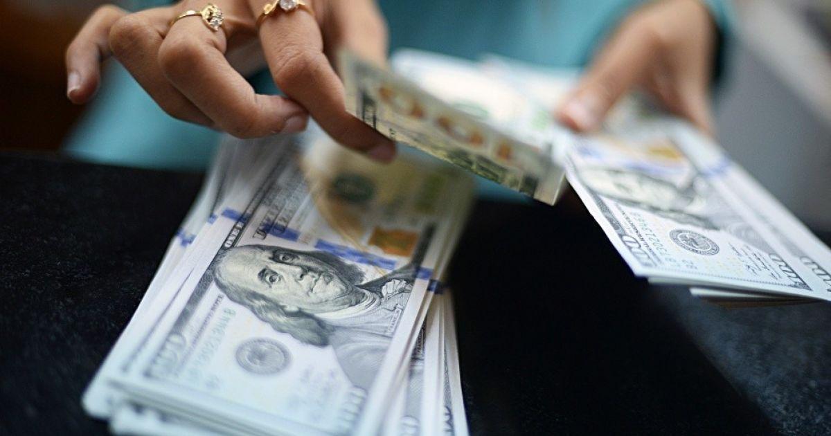 Украинцы стали больше покупать валюты, чем продавать — данные Нацбанка