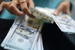 После лета украинцы стали меньше покупать и продавать валюты