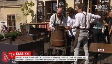 Много кофе не бывает. Во Львове на фестивале сварили сразу 20 литров восточного напитка