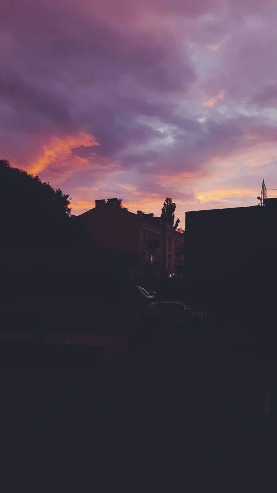 Багряне небо. Соцмережі діляться фото дивовижного заходу сонця у Києві