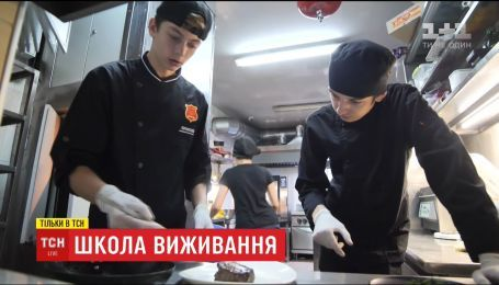 Історії ТСН.Школа виживання: як хлопця з інтернату взяли навчатися на кухню крутого ресторану
