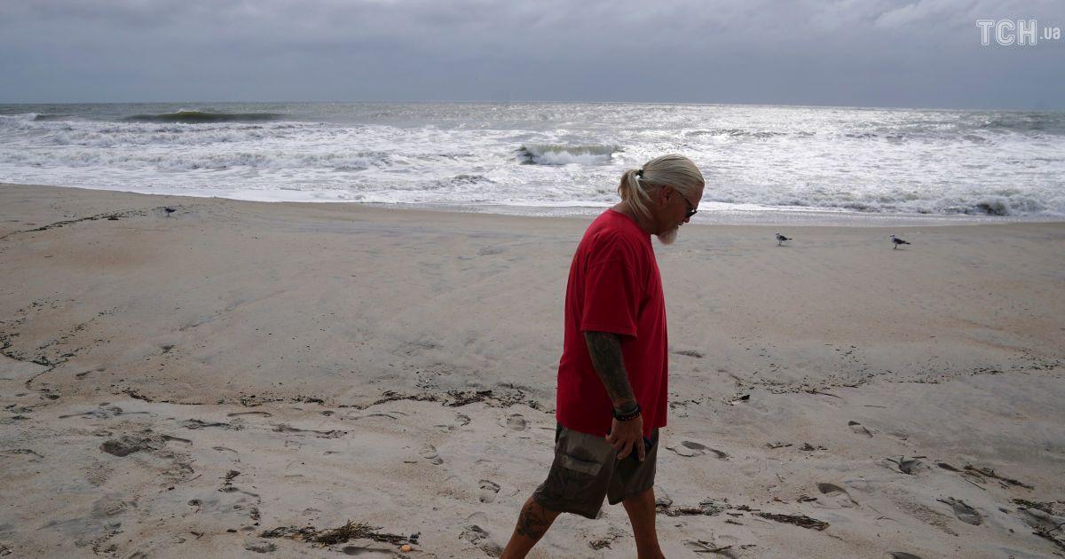 """В очікуванні """"Флоренс"""": Reuters показало фото пустих пляжів Південної Кароліни перед штормом"""