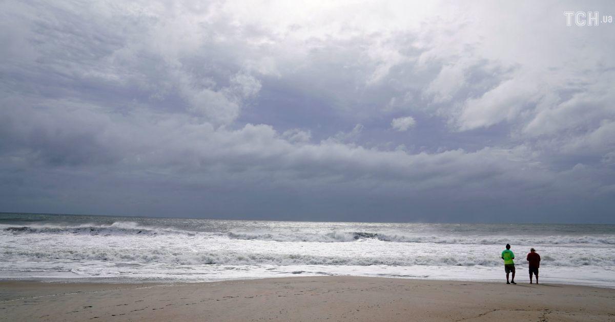 В ожидании Флоренс: Reuters показало фото пустых пляжей Южной Каролины перед штормом
