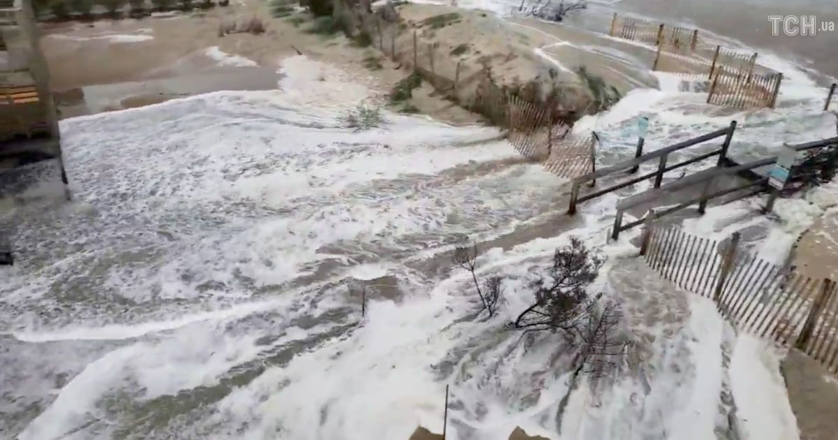 """Підтоплені будинки та вулиці із водою: шторм """"Флоренс"""" дістався США"""