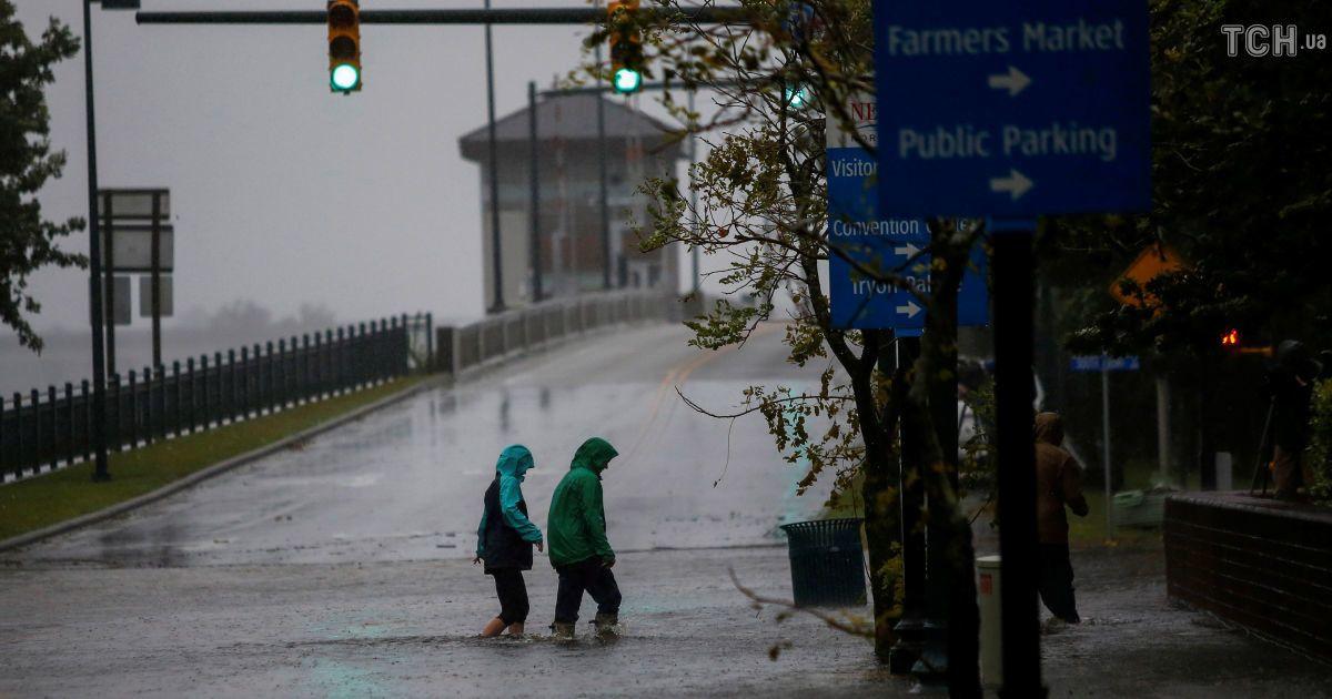 """Подтопленные дома и улицы с водой: шторм """"Флоренс"""" добрался к США"""