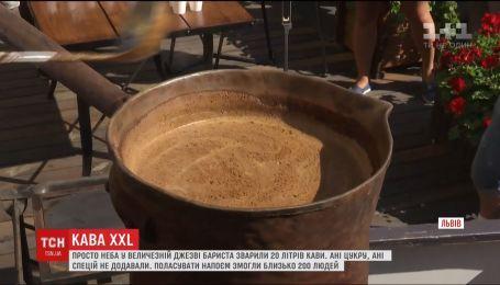 На фестивале во Львове сварили сразу 20 литров кофе
