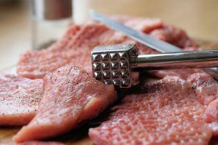 У Києві в дитячих садочках виявили гниле м'ясо