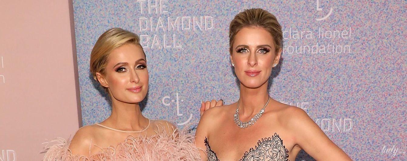 Елегантні красуні: сестри Гілтон у розкішних сукнях відвідали Diamond Bal