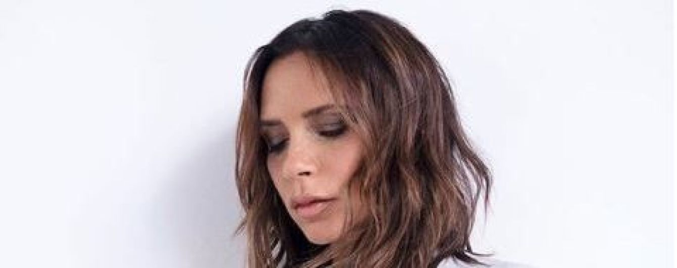 44-летняя Виктория Бекхэм в шлепках поразила своей растяжкой