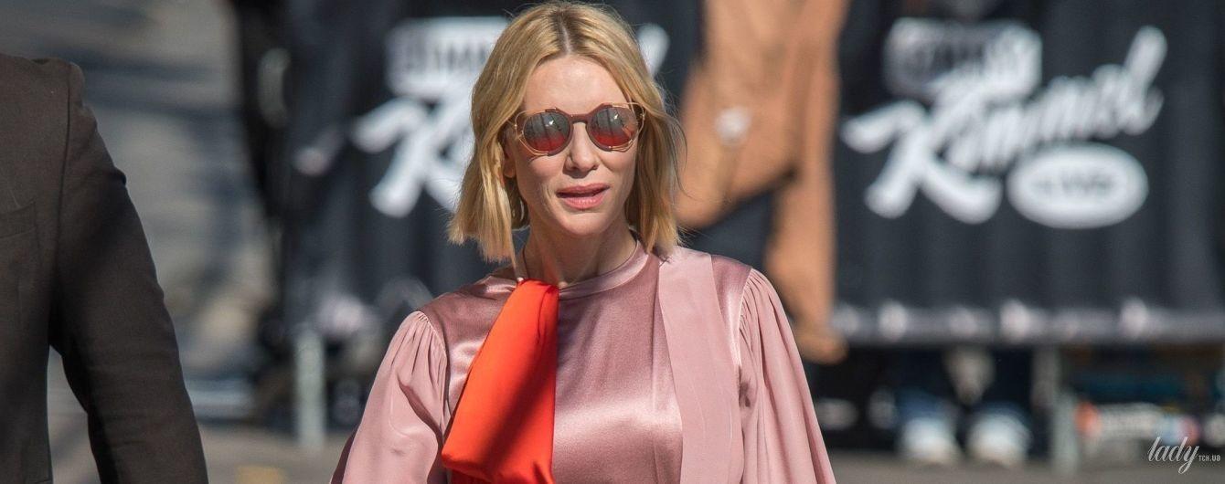 В шелковом платье и белых кроссовках: Кейт Бланшетт в Лос-Анджелесе