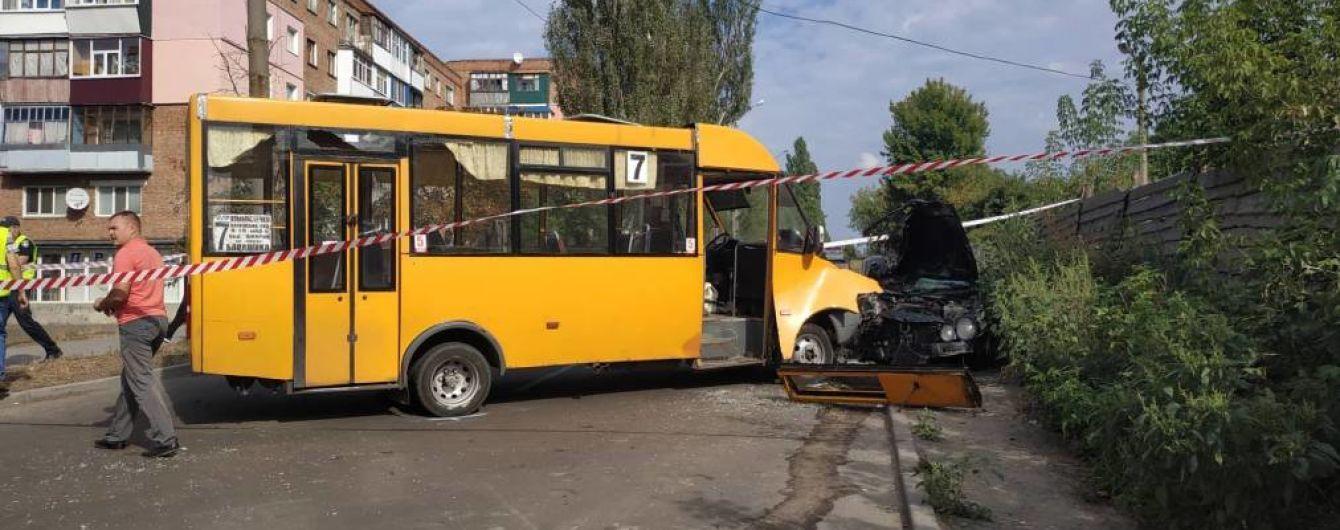 У Сумах зіткнулись маршрутка та іномарка зі студентами-іноземцями, є постраждалі