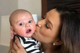 Молодая мама Ева Лонгория без макияжа пересекла океан с трехмесячным сыном
