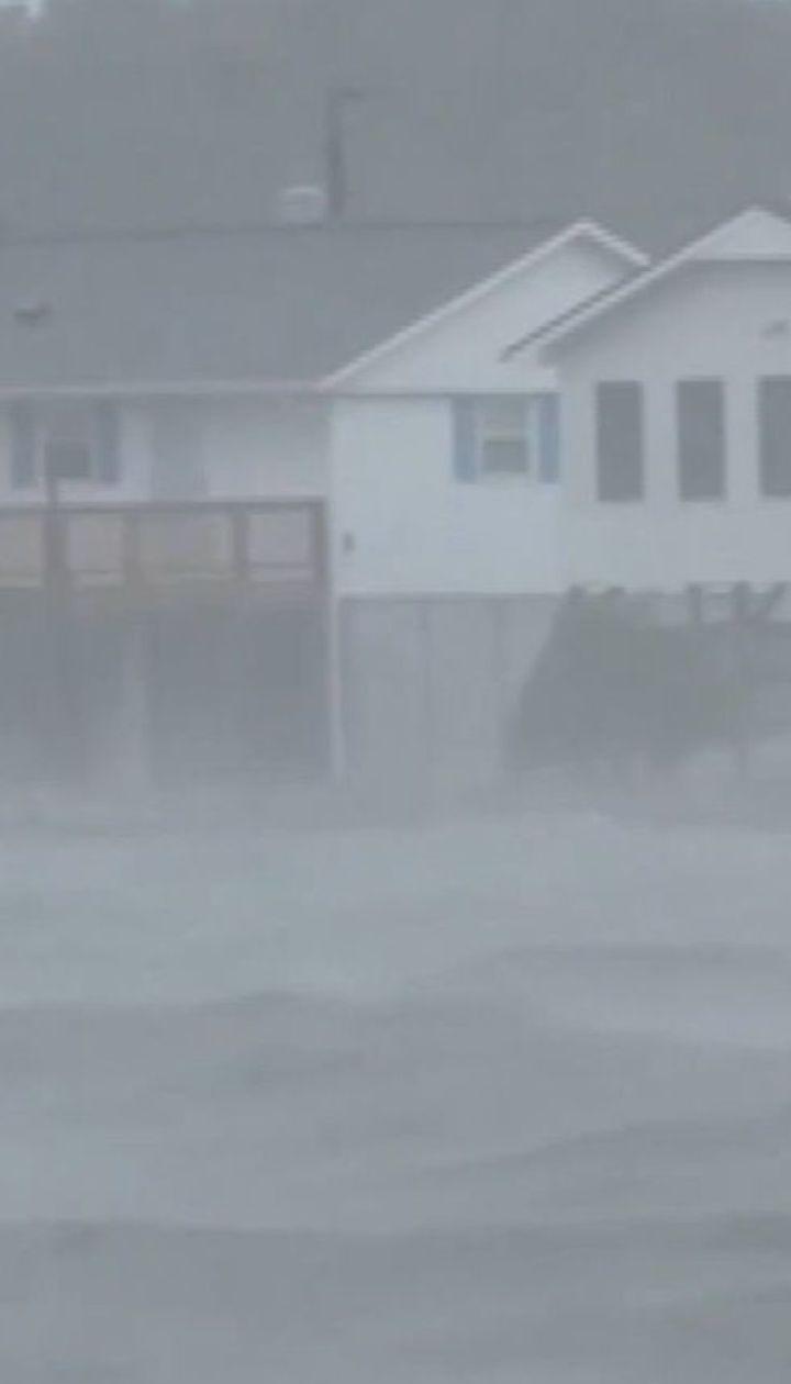 """Сотні мисливців на шторми з'їжджаються до Північної Кароліни, де лютує ураган """"Флоренс"""""""