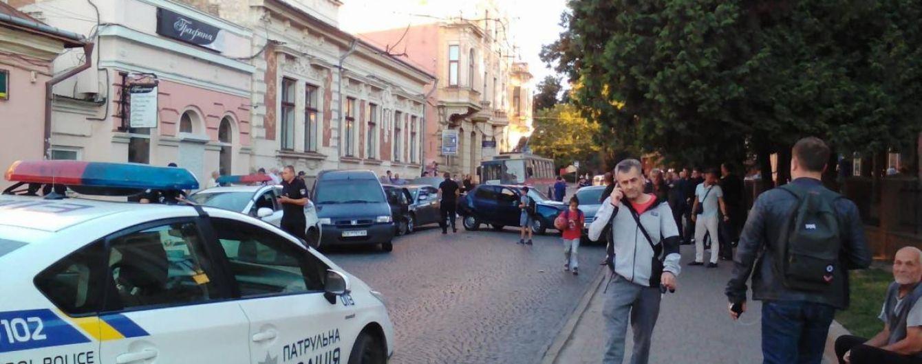 В Черновцах полицейское авто попало в ДТП с четырьмя машинами